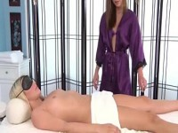masseuse-lez-babes-strapon-ficken