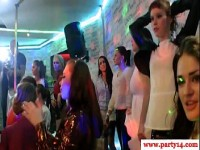 euro-party-girls-ficken-strippers-bei-party